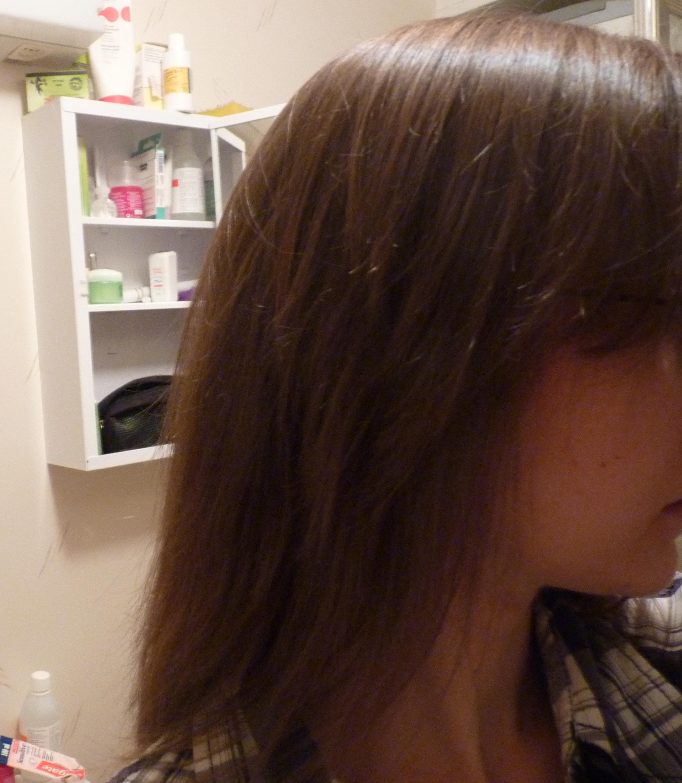 ... hade även en frisör klippt mig. Körde tofsmetoden men mitt hår var för  kort för att få med allt i tofsen så det absolut längsta håret förblev  oklippt. 212d4a054e0bc